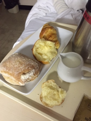 Literally the shittiest breakfast in the entire world. Hard bread, another kind of bread and a hard croissant. Pfffff!!!!